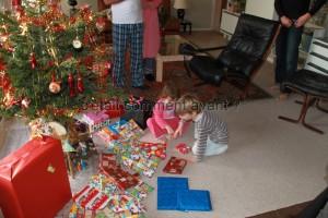 Le 1er de l'an ouvrir les cadeaux avec les cousins, comme si c'était encore Noël <3