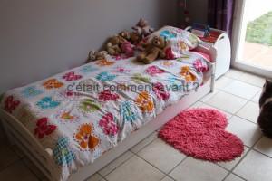 Son lit et son tapis coeur